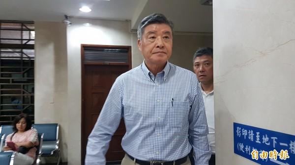 前國防部長高華柱,今天以偽造文書罪被告身分出庭。(記者錢利忠攝)