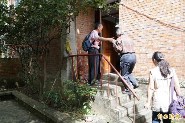 文化局表示,為了讓所有文資委員都了解此案,化南新村迄今已舉行第3次文資會勘。(記者張凱翔攝)