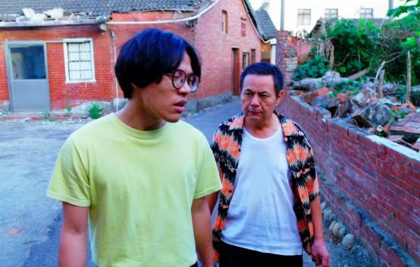 盧廣仲(左)、蔡振南演出《花甲男孩轉大人》,多數場景在台中拍攝。(台中市政府新聞局提供)