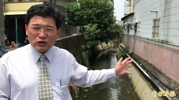 整治有成的彰化市東西二圳在這次豪大雨發揮功效,並未釀成區域淹水,今天市長邱建富會勘相當滿意。(記者湯世名攝)