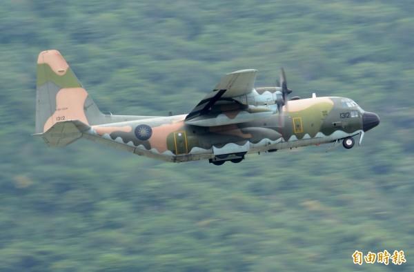 感念齊柏林對國軍的支持與愛護,空軍將出動C-130運輸機,協助由花蓮移靈回台北。(記者游太郎攝)