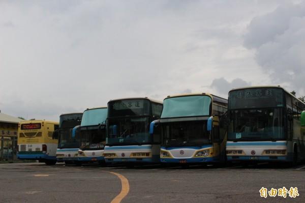 縣府商請客運業者調配車輛,配合彰化溪頭直達車能夠在9月試營運上路。(記者張聰秋攝)