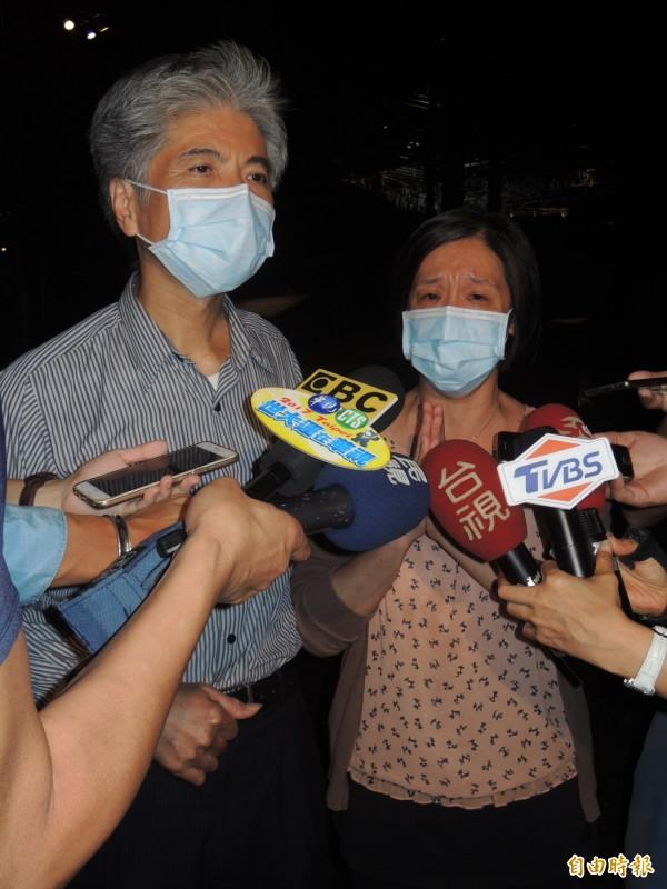 陳姓女模父母今晚在宜蘭受訪,指程宇被判100個死刑都不夠。(記者江志雄攝)