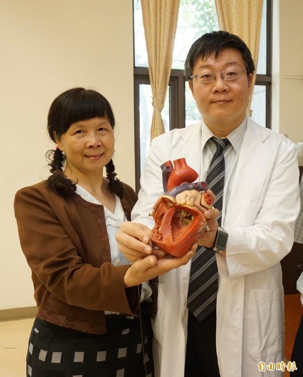 沈太太罹患急性肺動脈血栓,醫師徐中和進行超音波震碎血栓合併導管溶栓,解除致命危機。(記者蔡淑媛攝)