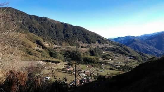 新竹縣五峰鄉桃山村的白蘭部落,常見雲海和雲瀑湧現,素有「雲的故鄉」美名。(周錦貴提供)