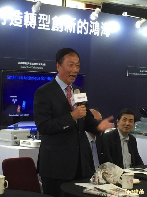 怒撕報紙!郭台銘:東芝競標案是科技業大騙局