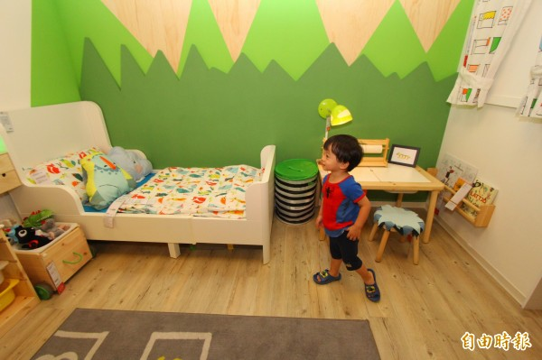 社會局與IKEA高雄店合作展示「一個安心的家」,歡迎家長前往參觀。(記者洪定宏攝)