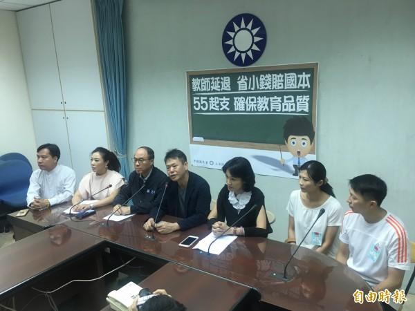 立法院國民黨團主張,高中以下教師退休金應以55歲起支。(記者鄭鴻達攝)