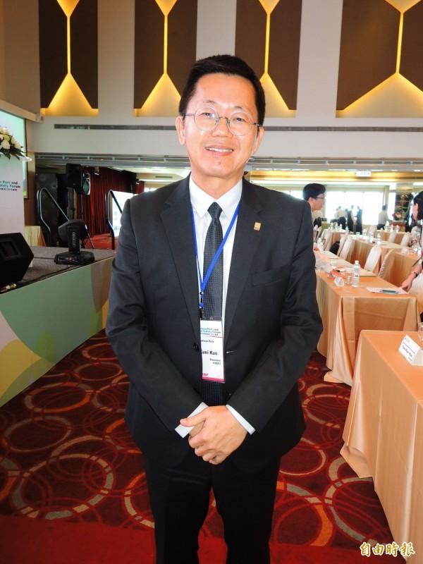 高雄港區土地開發公司董事長郭添貴說,將於15年內開發駁二碼頭舊宿舍。(記者黃旭磊攝)