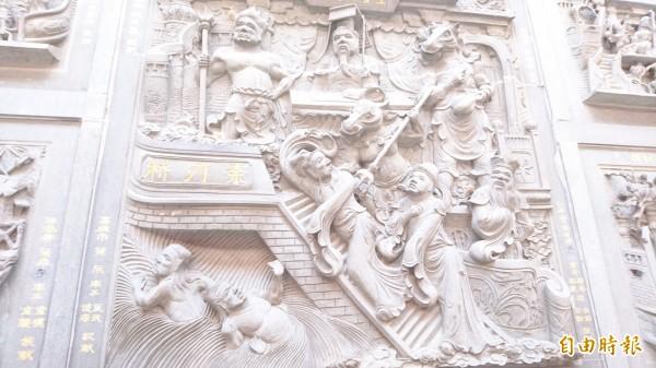 西港慶安宮後殿的地獄系列石雕,被網友大讚宛如東方版的但丁《神曲》。(記者劉婉君攝)