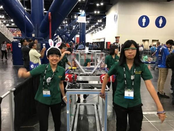 北一女中機器人社參加2017美國FRC競賽。(北一女中提供)