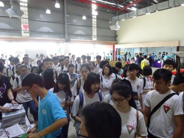 台南地區10所大學參加馬來西亞當地舉辦的「2017台灣高等教育展」,趕搭中央新南向政策。(台南市政府提供)