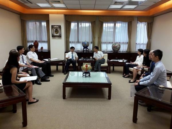 檢協會代表7月7日拜會法務部長邱太三(右五)。(檢察官協會提供)