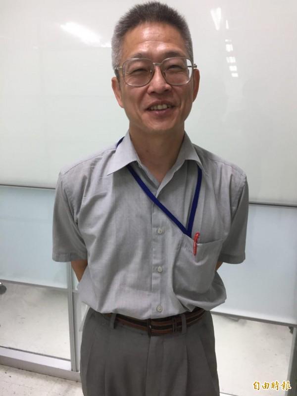 台北市衛生局統計室主任沈忠憲說,台北市10大死因,癌症連45年居第1位,慢性疾病囊括7項。(記者周彥妤攝)