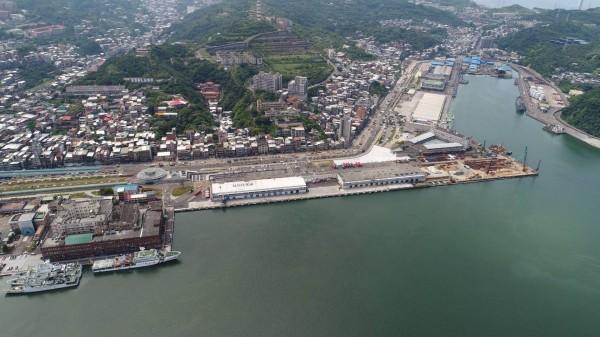 因應基隆輕軌,新海港大樓一案將併入西四、五、六碼頭的會展中心與旅運智慧大樓。(基隆市政府提供)