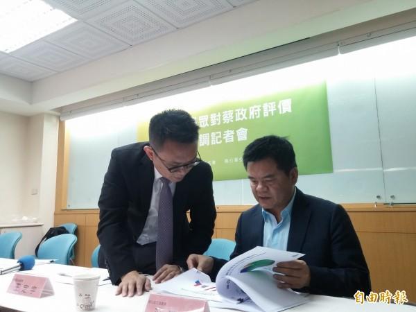 台灣世代智庫發布最新民調顯示,有高達61.5%的受訪民眾肯定前瞻有助台灣發展,更有60%反對國民黨團上週杯葛行政院長林全上台報告的做法。(記者曾韋禎攝)