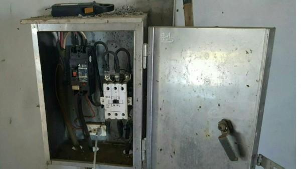 「破壞電子表內部電流線」外接線路。(記者蔡清華翻攝)