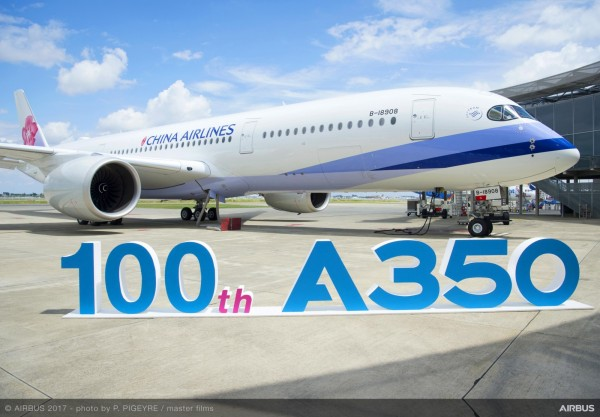 空中巴士A350 XWB第100架里程碑,華航取得。(華航提供)