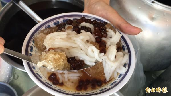 夏天限定的米苔目剉冰,清爽、不膩而且消暑、解渴。(記者黃淑莉攝)