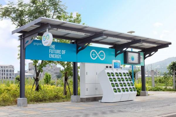 遠傳與Gogoro合作全台首座太陽能電池交換站GoStation,已於新北市八里區落成並正式對外開放,與民眾一起開啟綠色生活。(遠傳提供)