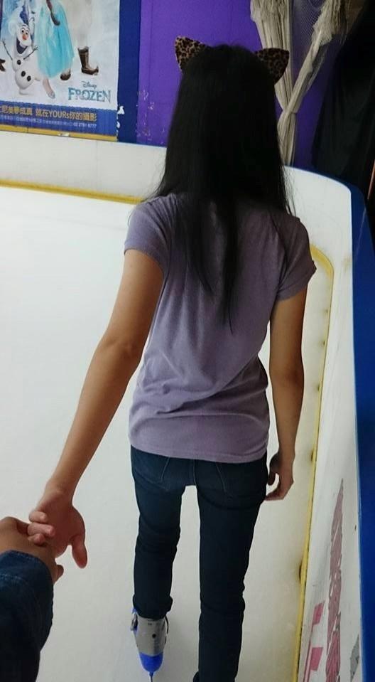 林和駿臉書裡有疑似他與少女出遊去溜冰的照片。(圖擷取自林和駿臉書)