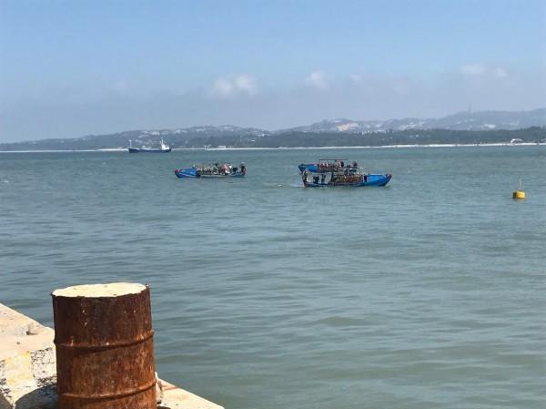 金門漁民看見中國漁船越界到料羅港區附近作業,當時未見相關單位出面制止。(圖由漁民提供)