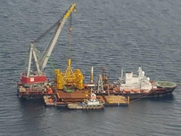 海上開發綠能,建設海上風機,需有工作船進入海上作業。(圖彰化縣政府提供)