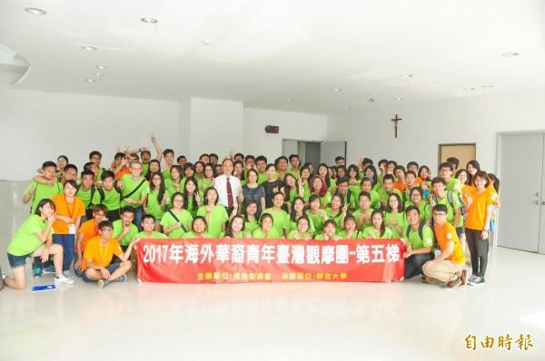 海外華裔青年觀摩團,體驗台灣文化。(記者張軒哲攝)