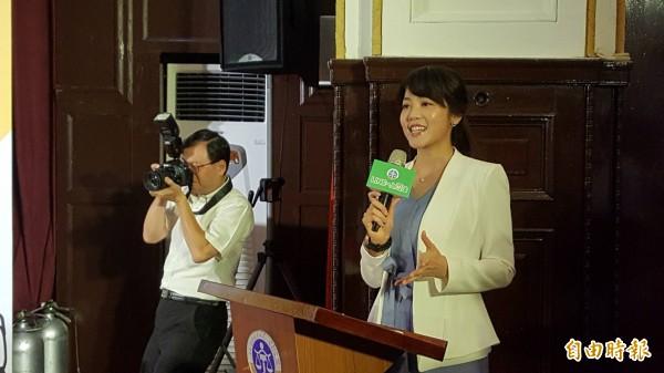 記者會由電視台主播、藝人劉香慈的妹妹劉方慈擔任主持人。(記者溫于德攝)
