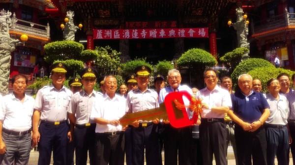 蘆洲湧蓮寺捐贈2輛性能優異的巡邏車。(記者王宣晴翻攝)
