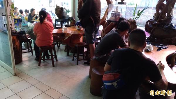 隱身桃園火車站商圈的黑糖冰店,幾乎天天都是高朋滿座。(記者鄭淑婷攝)