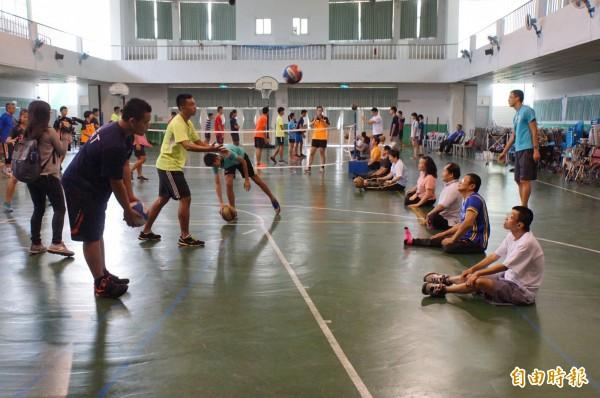 斗六國中體育班扮演陪練角色,對升隊員技術有很大幫助。(記者詹士弘攝)