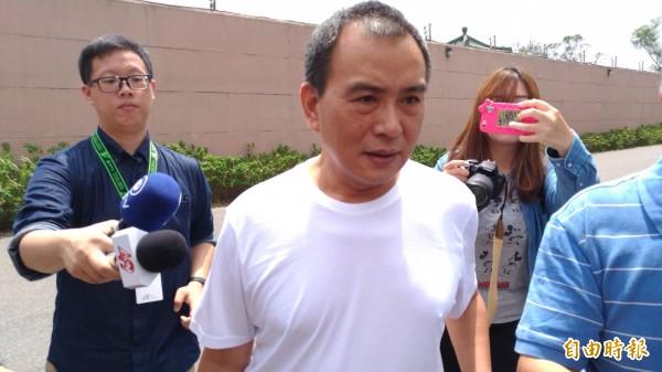 電影導演張作驥因性侵女編劇被判3年10月,他服刑2年4個月後、因獄中表現良好獲准假釋,張作驥今出監後僅說,不管如何,謝謝大家。(記者鄭淑婷攝)