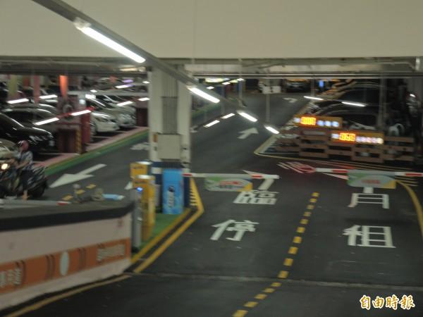 月租車主想爭取優先進入和保障車位權利。(記者翁聿煌攝)