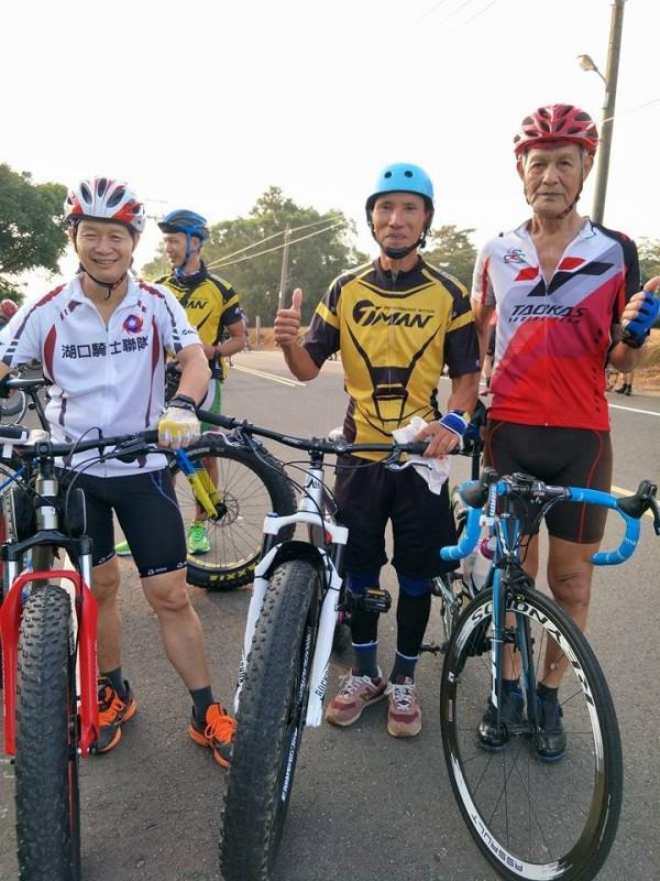 湖口騎士聯隊等車隊,也呼朋引伴參加「歡樂週五單車快閃」活動。(引自臉書「湖口後山單車資訊站」)