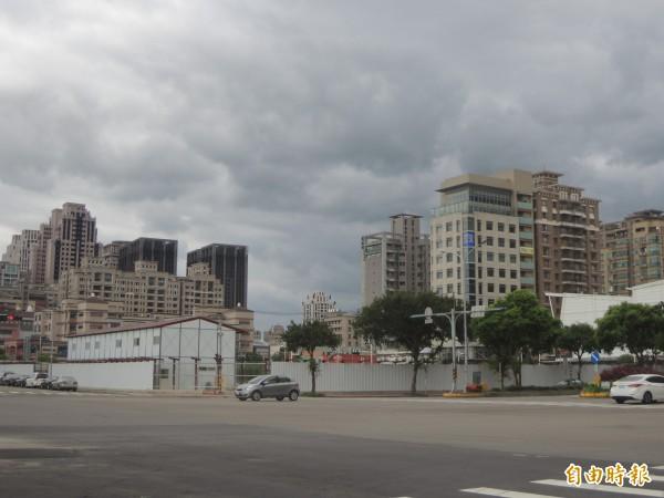新竹縣政府表示,與遠東集團緊急協商後,新增緊鄰場館的停8(約500個車格)等3處停車場,歡迎觀賽民眾多加利用。(記者廖雪茹攝)