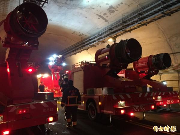新北市消防局添購的排煙車,可以迅速將隧道內的濃煙排出。(記者吳昇儒攝)