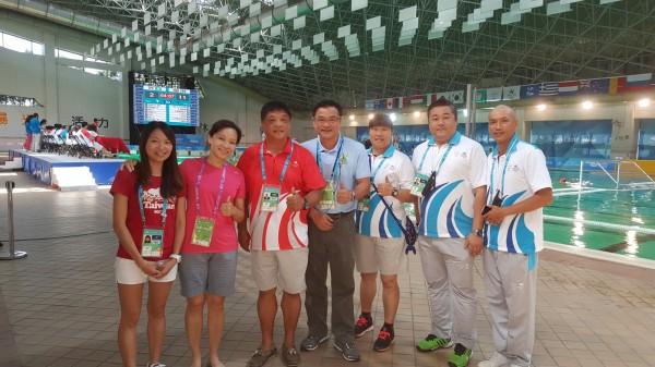 新竹縣支援世大運水球等4項競賽,明新科技大學運動管理系學生,把握機會參加培訓擔任競賽助理,學以致用,也為自己留下難忘的體驗。(明新科大提供)