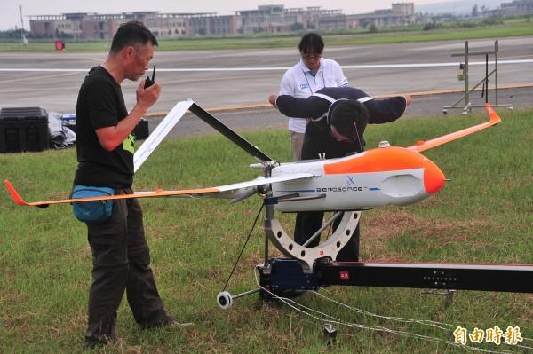 「颱洪無人機」飛向天鴿颱風。(記者蔡宗憲攝)