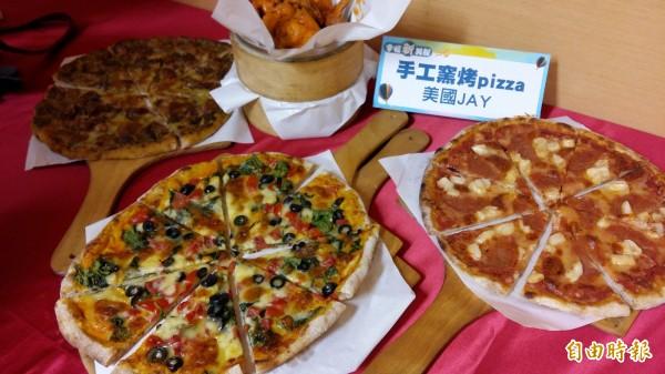 來自美國的Jay在台灣落地生根,現在新店開店賣窯烤pizza。(記者賴筱桐攝)