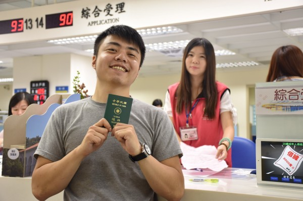 新北市戶政機關從103年4月1日起,提供首次辦理護照的民眾送件代辦服務。(新北市民政局提供)
