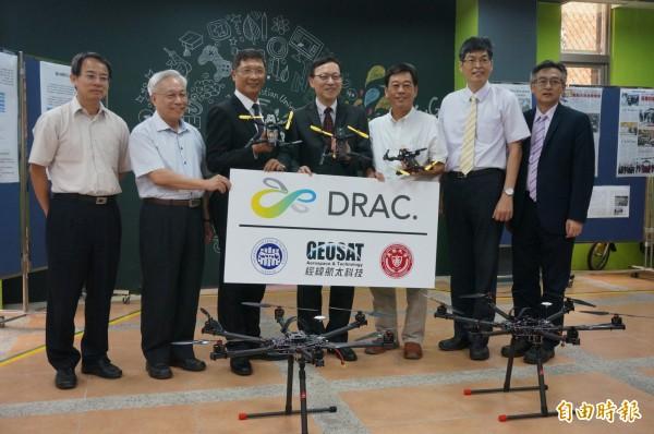 長榮大學配合新南向政策,與經緯航太科技攜手新南向,在馬來西亞州立砂勞越科技大學共同成立「無人機研究與應用中心」。(記者黃文瑜攝)