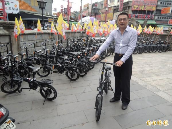 朝天宮今收到一名信徒捐贈單車,供香客遊歷北港。(記者陳燦坤攝)
