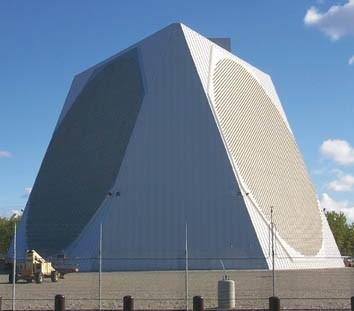 軍方澄清指出,長程預雷達所偵獲的情資,都是由我國控管及使用。圖為美軍部署在阿拉斯加的長程預警雷達。(圖:取自美國科學家聯盟網站)