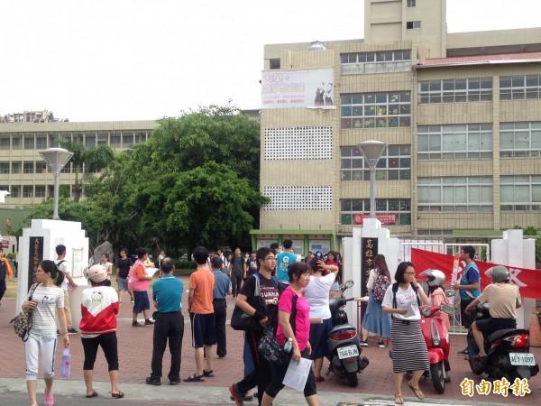 數萬名考生期待擠進高普考窄門。(記者黃旭磊攝)