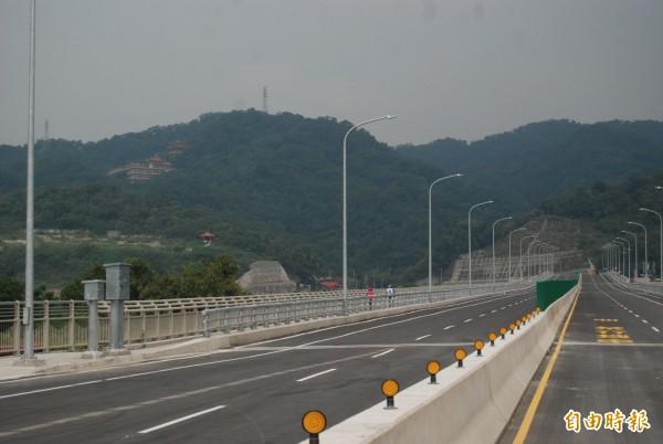 三鶯二橋歷經3年8個月施工期程,今天下午正式通車。(記者張安蕎攝)