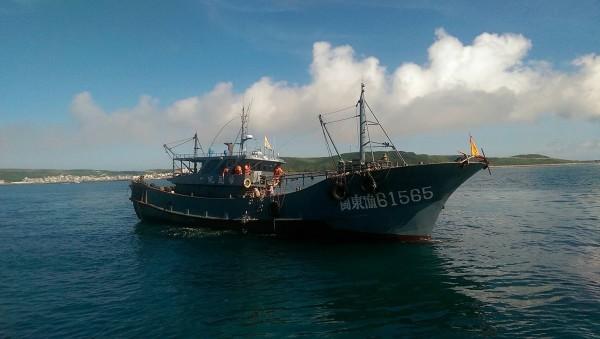 中國漁船蠢蠢欲動越界捕撈。(澎湖海巡隊提供)