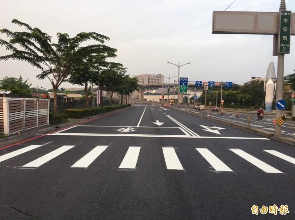 「高雄市最吵的道路」中安路,終於完成重鋪。(記者葛祐豪攝)