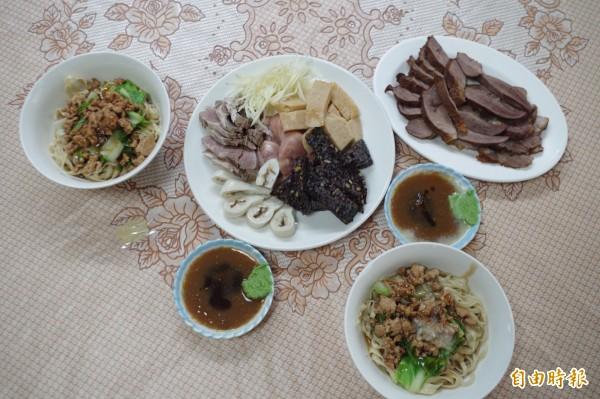 一碗鹽水意麵及一盤魯熟肉,是在地人常點的菜色。(記者王善嬿攝)