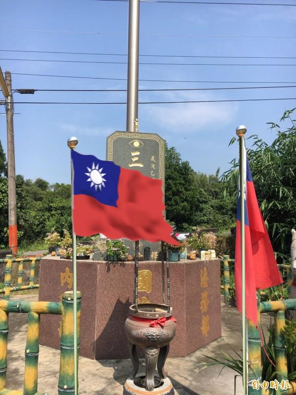 定覺寺旗塔有青天白日滿地紅旗高掛。(記者顏宏駿攝)